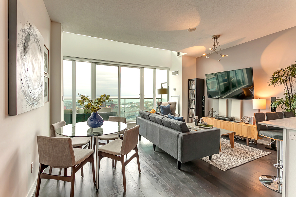 Spectacular Loft with Panoramic Views of Toronto's Shoreline